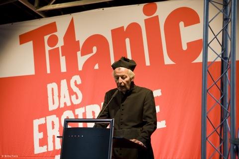 Bernd Eilert als Dompropst - 30 Jahre Titanic, Caricatura Ffm 3. Okt 09 © Foto Britta Frenz