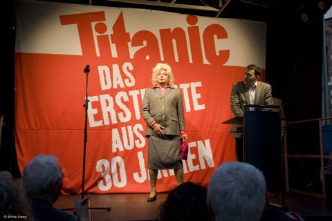 Hans Zippert als Petra Roth - 30 Jahre Titanic, Caricatura Ffm 3. Okt 09 © Foto Britta Frenz